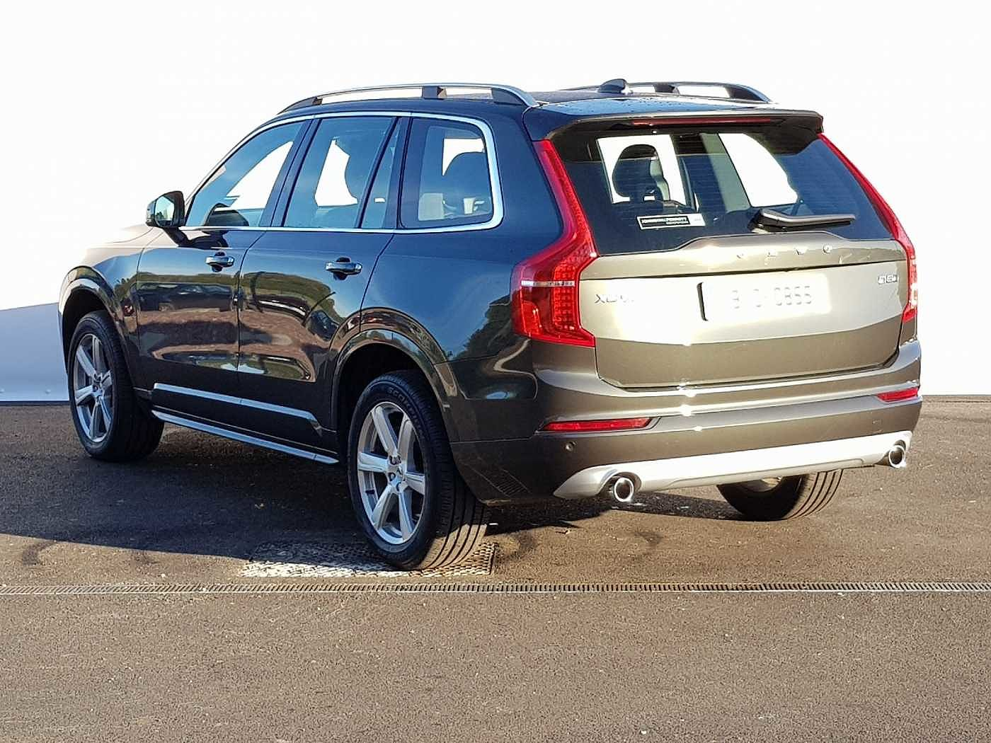 Volvo  D5 AWD Momentum Auto (Full Leather, Heated Screen, Integrated Booster)